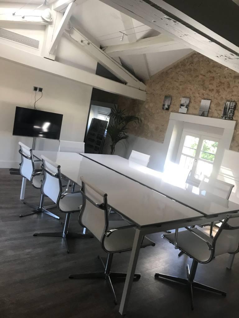 Agence Design Industriel Marseille transfert et déménagement de mobilier d'entreprise à